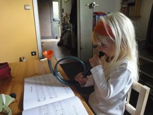 Kinder spielen Musik nach eigenen Regeln